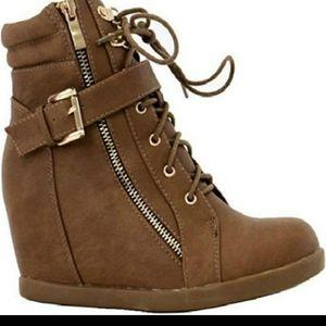 Top Moda Heels/Sneakers